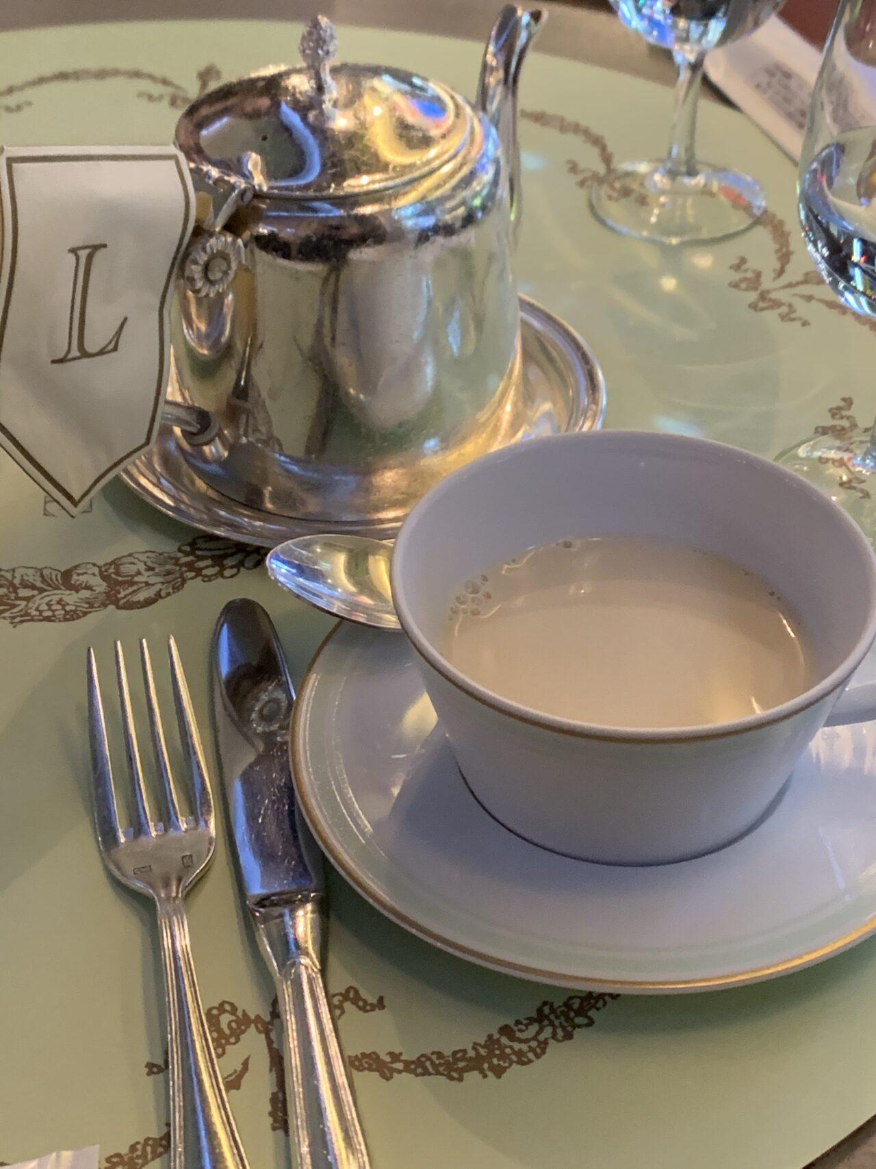 ラデュレ銀座ディナーコースの食後の紅茶